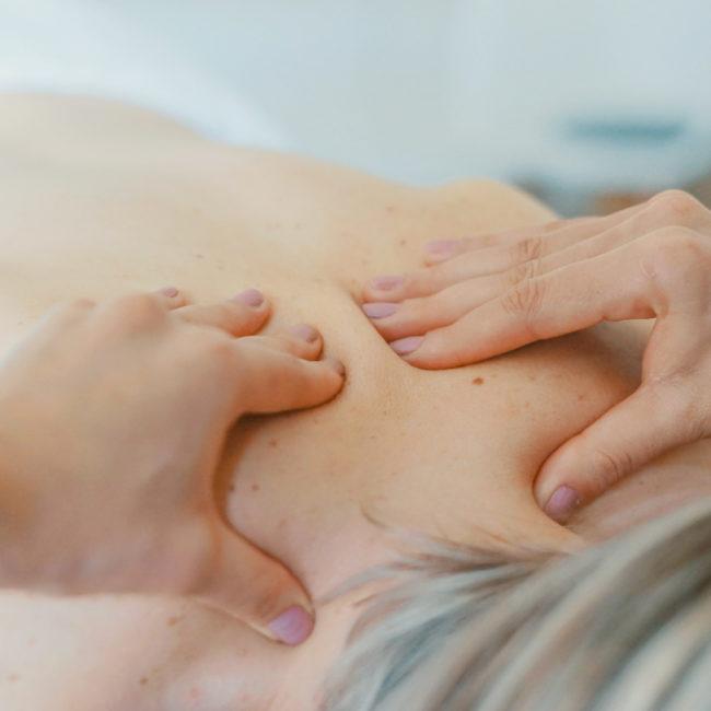 massage-corps-huiles-essentielles